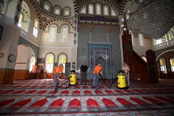 cami temizliği hizmetleri itina ile yapılır
